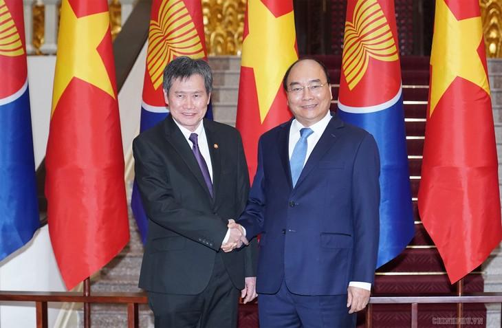 PM Nguyen Xuan Phuc menerima Sekjen ASEAN, Lim Jock Hoi - ảnh 1