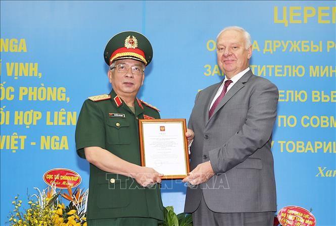 Deputi Menhan Vietnam, Nguyen Chi Vinh mendapat Bintang Persahabatan Federasi Rusia - ảnh 1