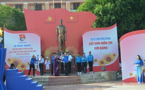 Mencanangkan gelombang  kegiatan memperingati HUT ke-90 Pembentukan Partai Komunis Vietnam - ảnh 1