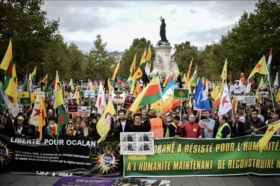 Pawai  untuk memprotes serangan Turki terhadap orang Kurdi di Suriah terjadi di seluruh Eropa - ảnh 1
