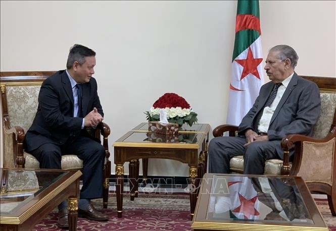 Ketua Dewan Negara Aljazair ingin memperkuat hubungan kerjasama dengan Vietnam - ảnh 1