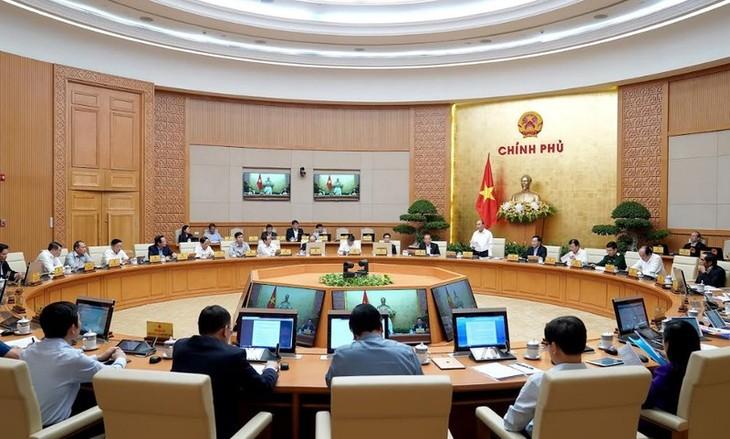 PM Vietnam, Nguyen Xuan Phuc memimpin sidang periodik Pemerintah  bulan Oktober - ảnh 1