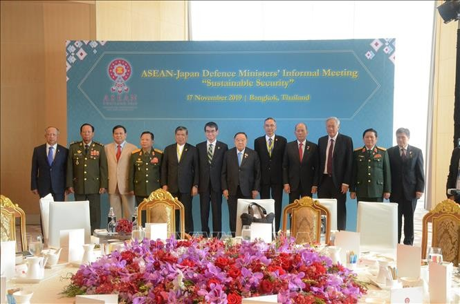 Mendorong kerjasama pertahanan antara ASEAN dan para mitra - ảnh 1