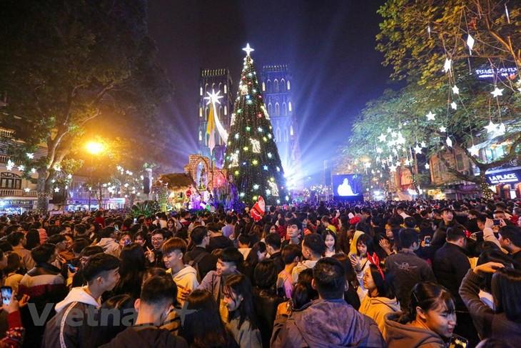 Vietnam menyambut Hari Natal 2019 dengan meriah  - ảnh 1