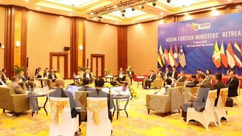 Konferensi Menlu ASEAN yang terbatas: Sepakat perlu menaati hukum internasional tentang masalah Laut Timur - ảnh 1