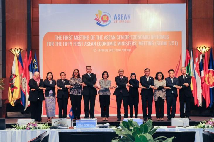 Kerjasama ekonomi: Salah satu di antara tiga pilar utama dalam kerjasama Vietnam-ASEAN - ảnh 1