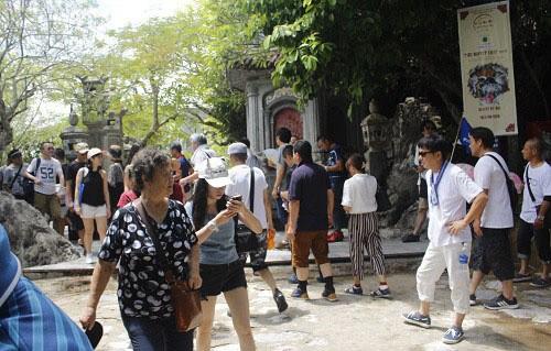 Tempat-tempat  wisata memperkuat pelayanan demi kebutuhan para wisatawan sehubungan dengan Hari Raya Tet - ảnh 1