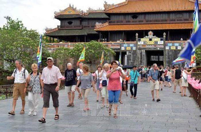 Jumlah wisman yang datang ke Vietnam mencapai hampir 2 juta pada bulan Januari 2020 - ảnh 1