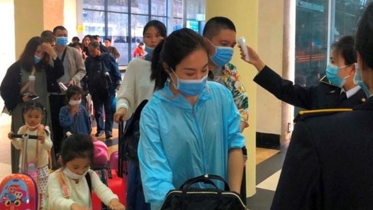Vietnam bertekad mengontrol wabah penyakit radang paru-paru akut akibat Virus Corona tipe baru - ảnh 1