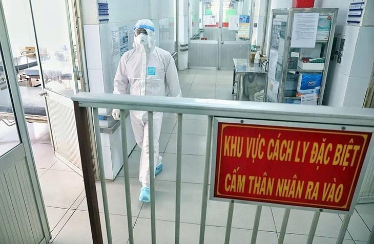 PM Vietnam menandatangani instruksi tentang usaha memperhebat pencegahan dan penanggulangan wabah Covid-19 - ảnh 1