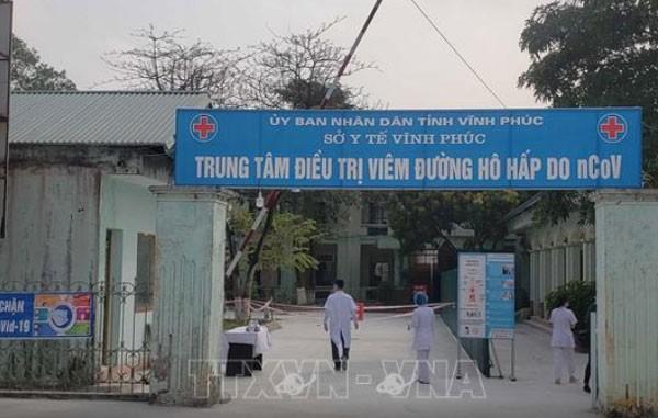 Keenambelas pasien yang terinfeksi Covid-19 di Vietnam keluar dari rumah sakit - ảnh 1