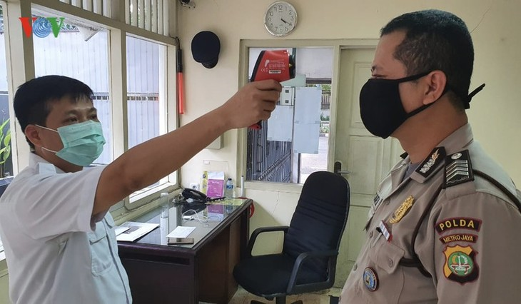 Kedubes Vietnam di Indonesia menggelarkan langkah pencegahan dan penanggulangan Covid-19 - ảnh 1