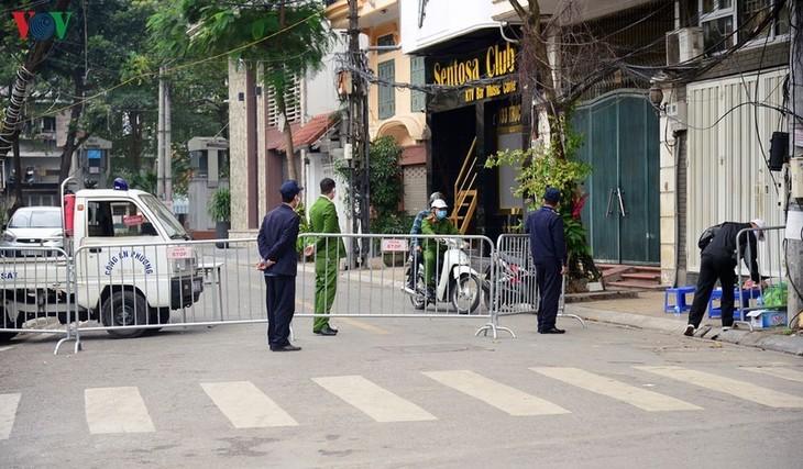 Kota Ha Noi melaksanakan langkah-langkah darurat untuk mengurangi kerugian akibat wabah Covid-19 - ảnh 1