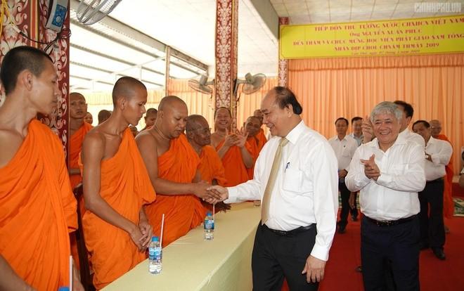 PM Nguyen Xuan Phuc mengirimkan Surat mengucapkan selamat kepada warga etnis minoritas Khmer sehubungan dengan Hari Raya Tradisional Chol Chnam Thmay 2020 - ảnh 1