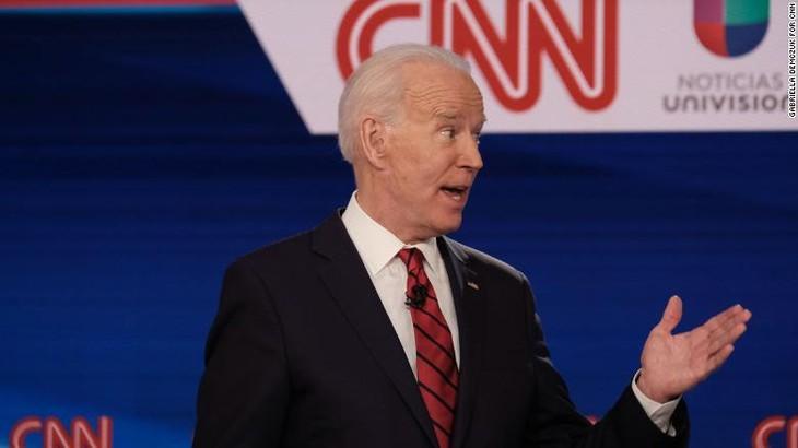 Capres Joe Biden mengeluarkan rencana membuka kembali perekonomian - ảnh 1