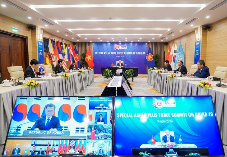 KTT  Khusus ASEAN dan  KTT Khusus ASEAN+3 menyerap perhatian media internasional - ảnh 1
