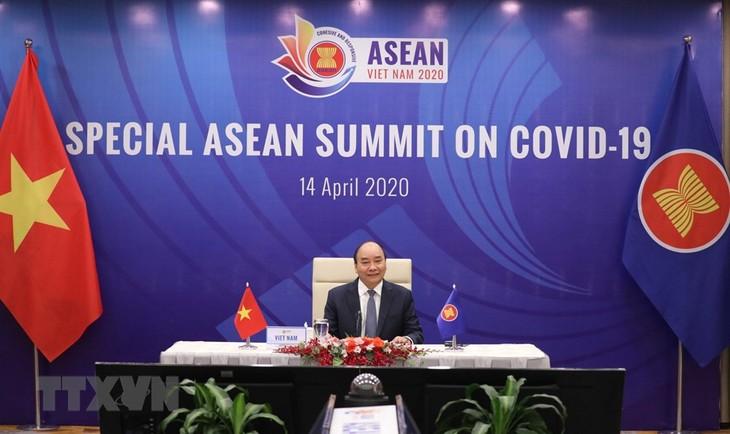 ASEAN bersatu dan bertekad lebih lanjut lagi dalam melawan wabah Covid-19 - ảnh 1