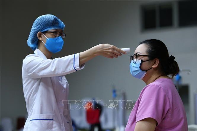 "Dunia internasional menilai tinggi pola melawan wabah ""tidak membiarkan ada yang tertinggal di belakang"" dari Vietnam - ảnh 1"