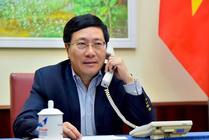 Deputi PM, Menlu Vietnam, Pham Binh Minh mengadakan pembicaraan telepon dengan Menlu Australia, Marise Payne - ảnh 1