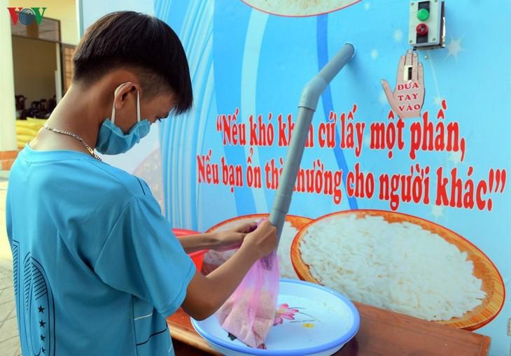"""Wapres Vietnam, Dang  Thi Ngoc Thinh mengirim surat untuk memuji  Hoang Tuan Anh – pendiri """"ATM beras"""" - ảnh 1"""