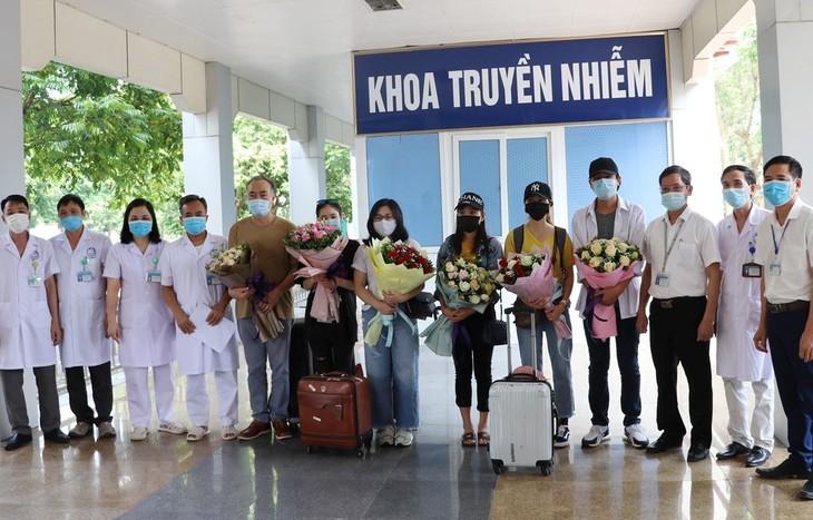 Provinsi Ninh Binh mengumumkan 8 kasus terinfeksi Covid-19 yang sembuh - ảnh 1