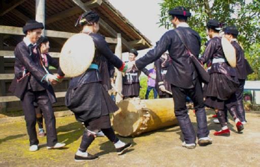 Melodi lagu rakyat dari warga etnis minoritas Giay di Provinsi Lao Cai - ảnh 1