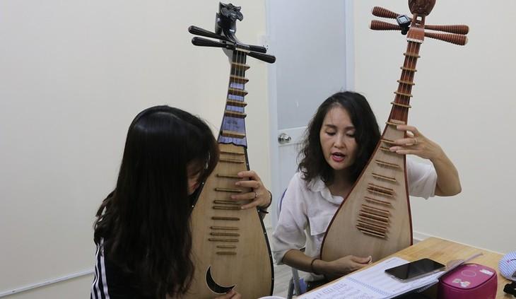 Seniwati Nghiem Thu – seorang yang memberikan ilham kepada generasi muda untuk lebih mencintai sitar Ty ba - ảnh 1