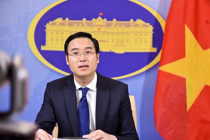 Vietnam mempunyai cukup bukti sejarah dan dasar hukum untuk menegaskan kedaulatan terhadap dua Kepulauan Hoang Sa dan Truong Sa, sesuai dengan ketentuan hukum internasional - ảnh 1