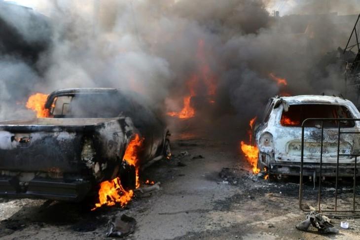 Suriah: Serangan bom terhadap truk pengangkut bahan bakar mengakibatkan 100 orang menjadi korban  - ảnh 1