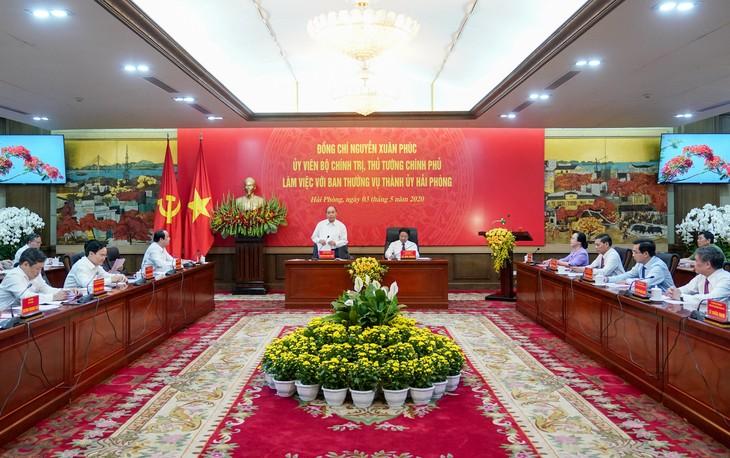 PM Nguyen Xuan Phuc menginginkan agar Kota Hai Phong bertekad melaksanakan tugas rangkap - ảnh 1