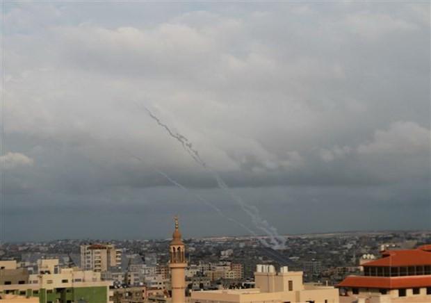 Israel menyerang posisi-posisi Hamas untuk membalas peluncuran roket dari Jalur Gaza - ảnh 1