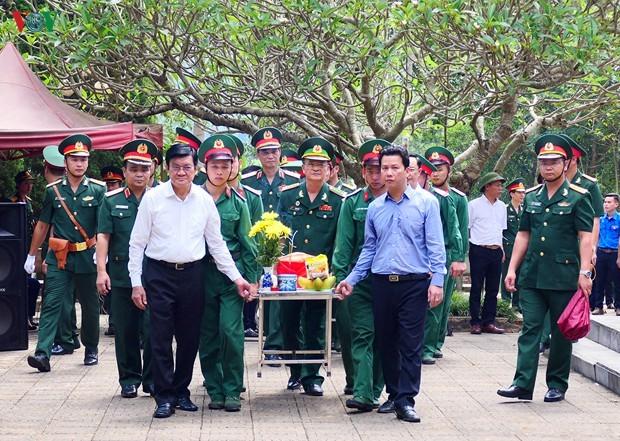 Mantan Presiden Truong Tan Sang menghadiri upacara belasungkawa para martir di Provinsi Ha Giang - ảnh 1