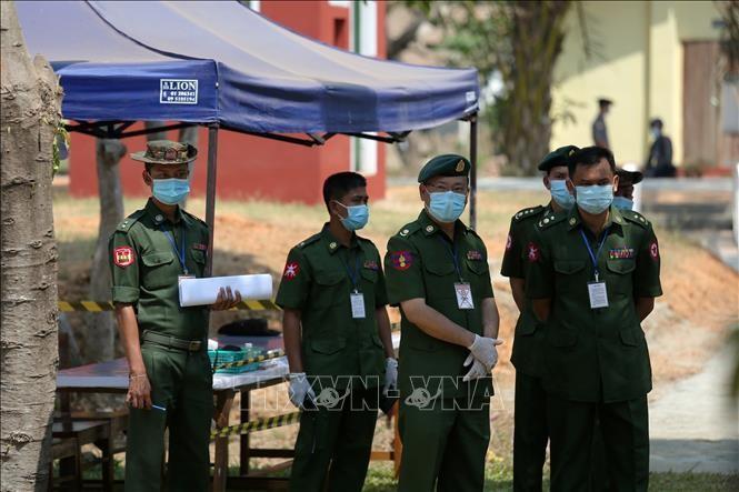 Myanmar melakukan gencatan senjata dalam waktu hampir 4 bulan untuk melawan wabah Covid-19 - ảnh 1