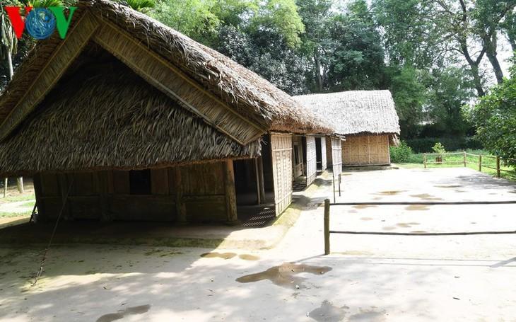 Rumah sederhana – tempat tinggal Paman Ho pada masa kanak-kanak dari tahun 1901-1906 - ảnh 1