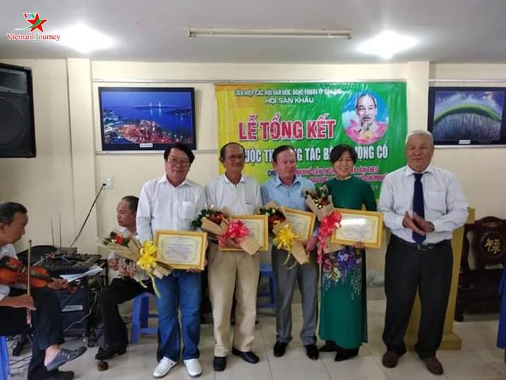 Presiden Ho Chi Minh – Sumber ilham yang tidak ada habis-habisnya untuk seniman-seniwati di daerah dataran rendah sungai Mekong - ảnh 1