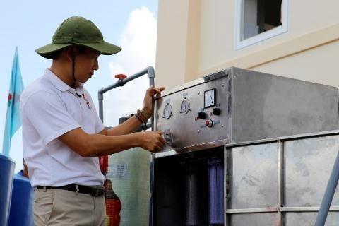 Saudara Tran Vu Thanh– seorang yang membawa air tawar ke daerah yang sedang mengalami kekeringan dan salinisasi di daerah dataran rendah sungai Mekong - ảnh 1