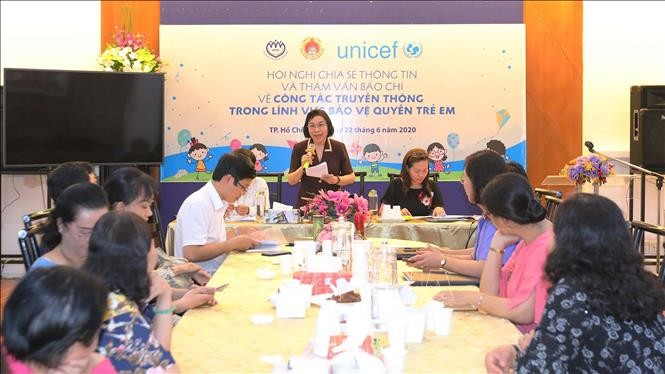 Memperkuat konektivitas dengan kantor-kantor pemberitaan dalam melindungi Hak Anak-Anak - ảnh 1