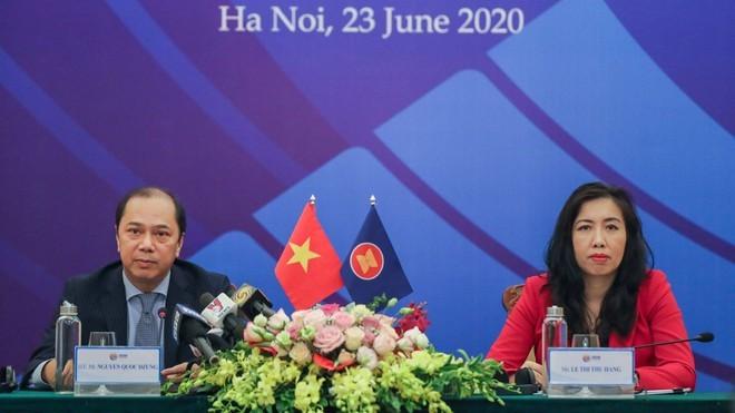 ASEAN selalu mempunyai pendirian  sendiri dalam masalah-masalah internasional dan regional - ảnh 1
