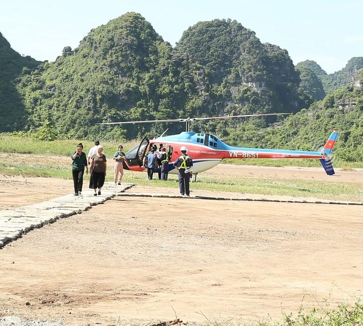 Memandangi Kompleks Lanskap Trang An dengan helikopter - ảnh 1