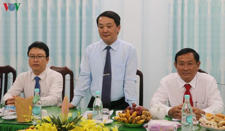 Mengucapkan selamat Perayaan Besar memperingati ke-81 Pembentukan Agama Buddha mazhab   Hoa Hao - ảnh 1