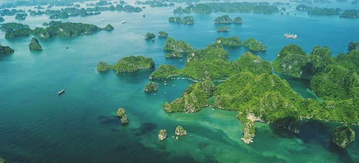 Teluk Ha Long lolos masuk ke Besar 50 Keajaiban  yang paling indah  di dunia - ảnh 1