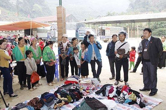 Sekretaris Komite Partai Kecamatan Co Ma, Thao A Tua: berbicara supaya  didengarkan rakyat  dan bertindakan supaya mendapat kepercayaan  warga - ảnh 1