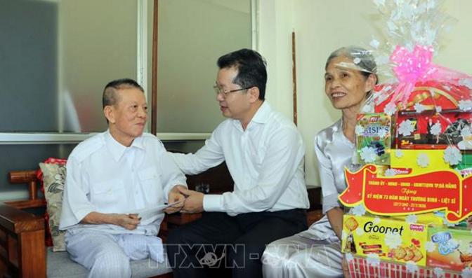 Kegiatan-kegiatan balas budi digelarkan di Vietnam sehubungan dengan Hari Prajurit Penyandang Disabilitas dan Martir Vietnam - ảnh 1