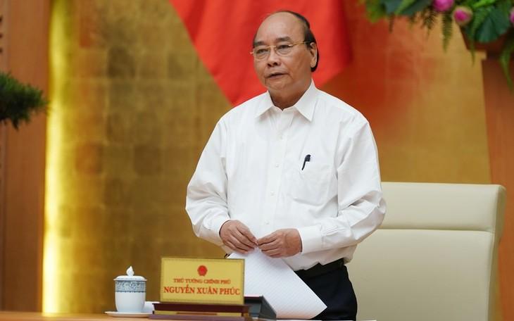 PM Vietnam, Nguyen Xuan Phuc memimpin sidang periodik Pemerintah tentang pencegahan dan pemberantasan Covid-19 - ảnh 1