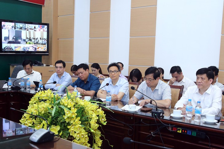 Deputi PM Vu Duc Dam: Semua langkah pencegahan dan pemberantasan wabah Covid-19 harus dilaksanakan secara sinkron dan harmonis - ảnh 1