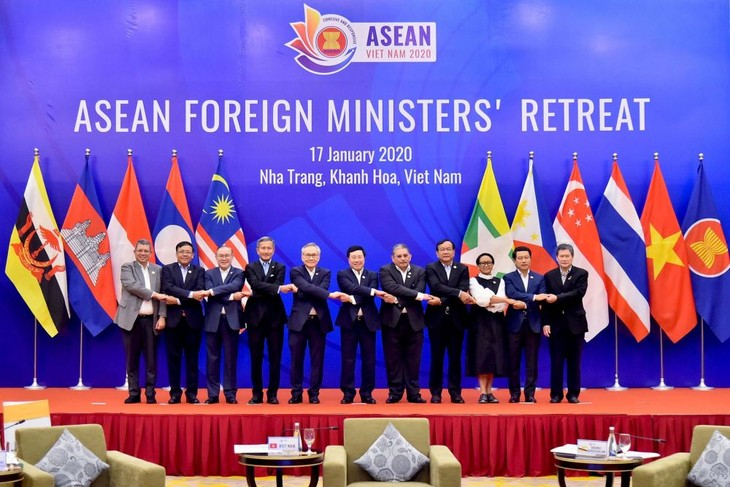 ASEAN mengeluarkan Pernyataan tentang arti pentingnya usaha menjamin perdamaian dan stabilitas di Asia Tenggara - ảnh 1