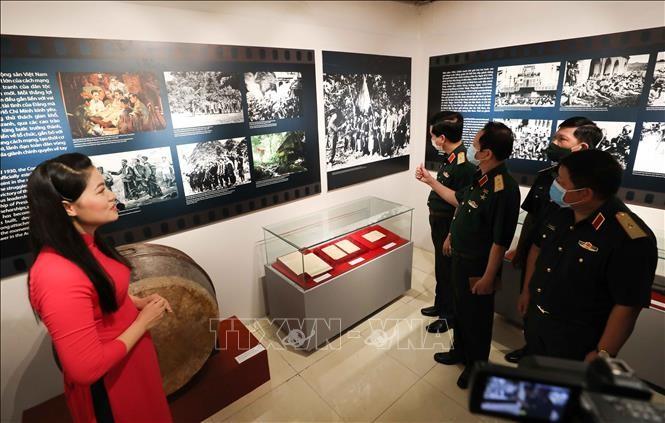 "Pembukaan Pameran ""Revolusi Agustus–Tonggak merah  yang bersejarah"" - ảnh 1"