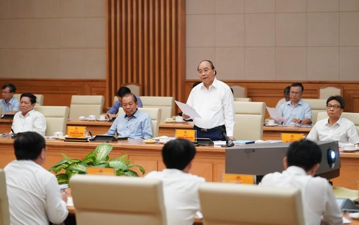 PM Nguyen Xuan Phuc memimpin sidang kerja Badan Harian Organisasi Partai dari Pemerintah dengan Komite Partai Komunis Kota Ho Chi Minh - ảnh 1