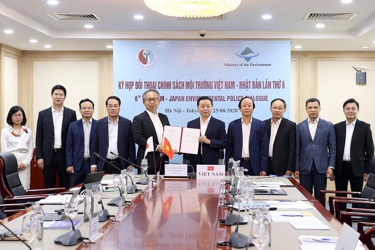 Dialog tentang politik  lingkungan Vietnam-Jepang menuju ke target bersama yakni perkembangan yang berkesinambungan - ảnh 1