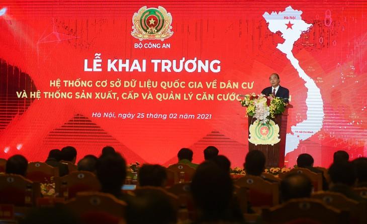 PM Nguyen Xuan Phuc Hadir Acara Peresmian Sistem Dasar Data Nasional Mengenai Penduduk - ảnh 1
